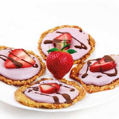 Peren-poffertjes met aardbeien-cashewcrème