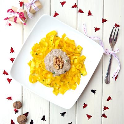 Courgettetagliatelle met Eekhoorntjesbrood & Walnoten Saus + Saffraan